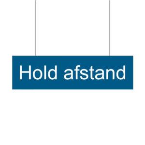 """Banner med tekst: """"Hold afstand"""""""